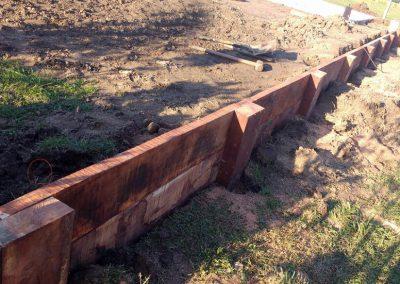 Tablestacado de madera en parques