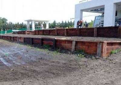 Estacada de madera en jardin