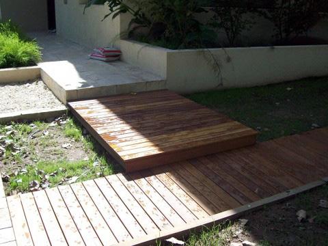 Entrada en deck madera exterior