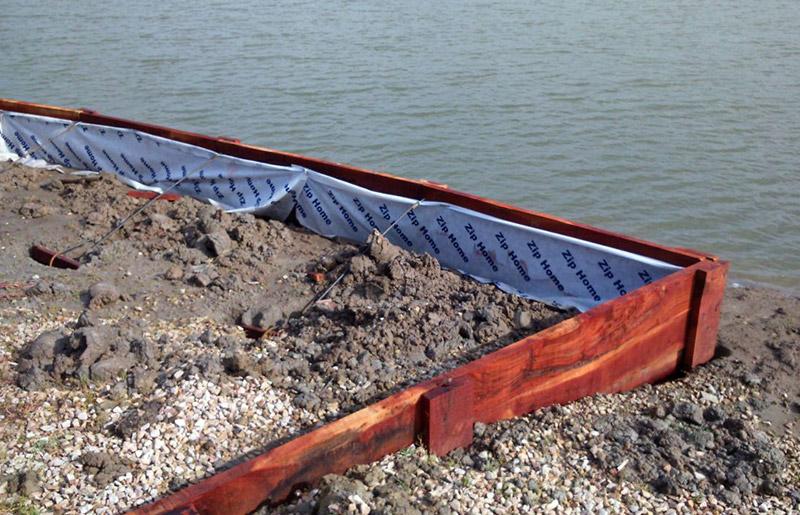 estacada-y-contencion-lateral-de-madera-en-lagunas