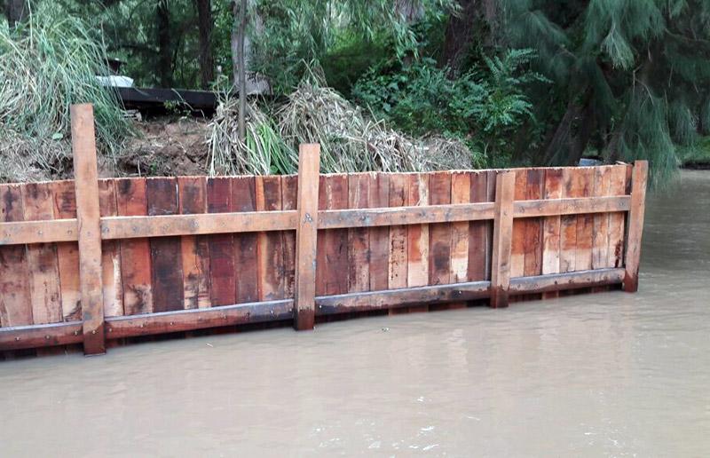 estacadas-de-madera-sobre-rio