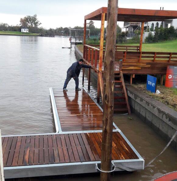 marina-flotante-con-muelle-y-pergola