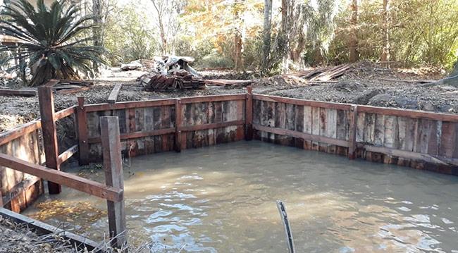 estacada-madera-en-canal-honda-rio-carachay